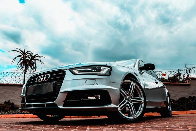 Szybkie oklejanie auta – gdzie znaleźć?